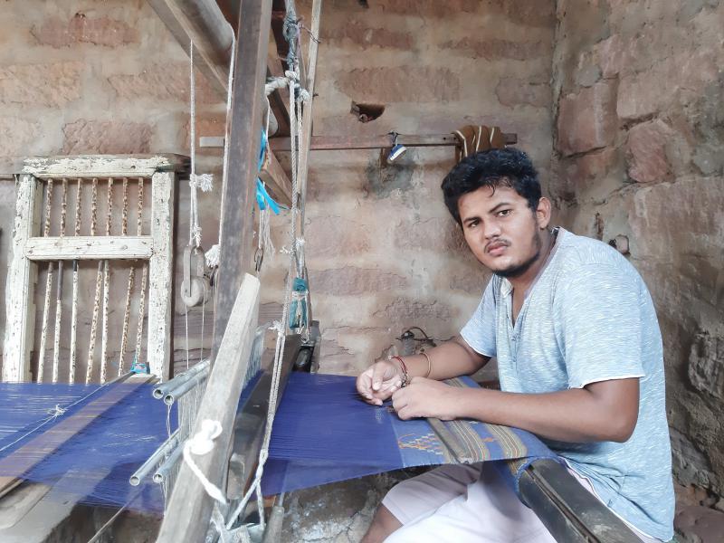 mini_Rajan Vankar - India Weaving at Kutchi Pit Loom