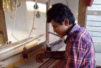 mini_VANKAR RAJAN BHIMJI - INDIA WEAVING AT KUTCHI FRAME LOOM